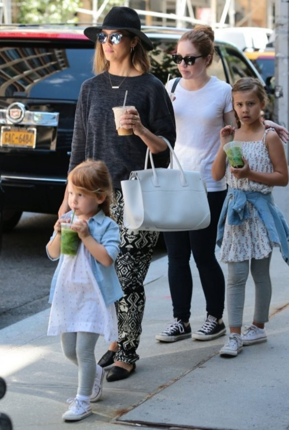 Jessica Rogan with her 3 daughters on the street